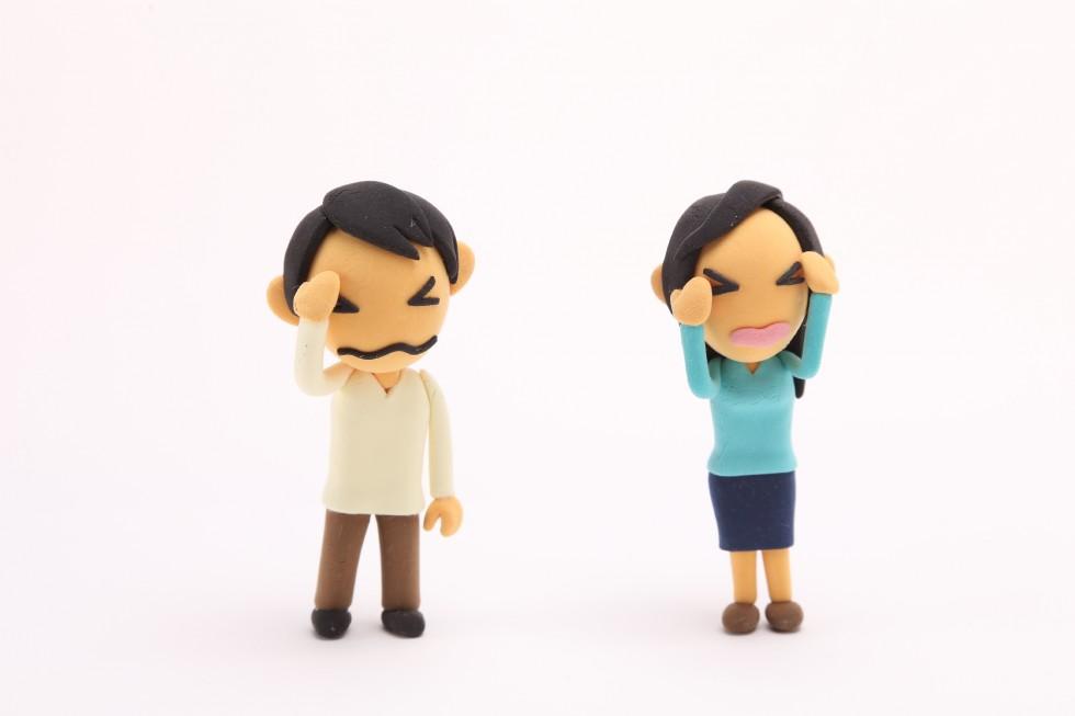 悩む男と女